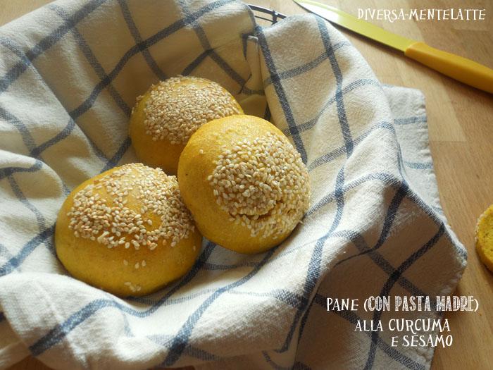 Pane con-pasta madre alla curcuma e sesamo