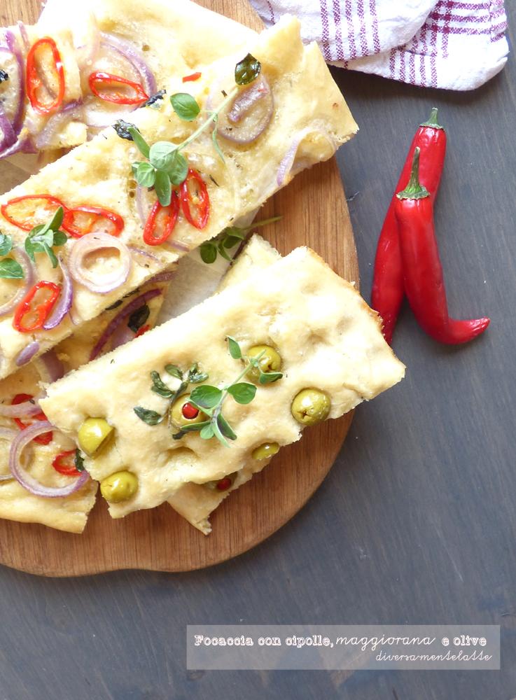 focaccia con cipolle maggiorana e olive