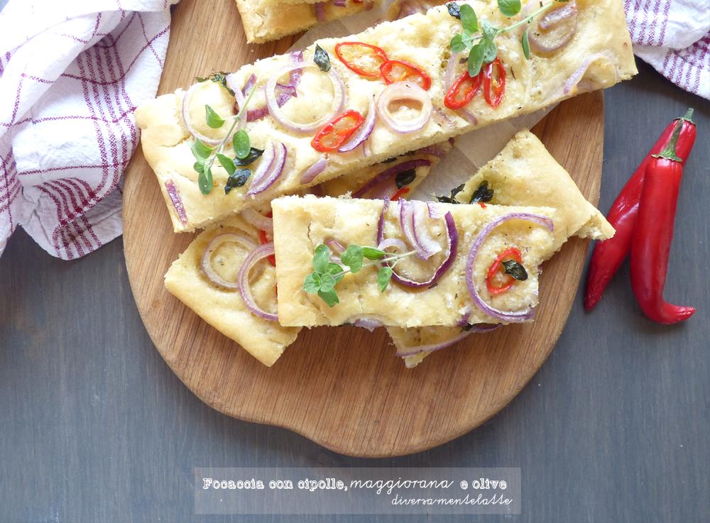 focaccia con cipolle maggiorana olive