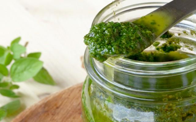 Pesto vegano di erbe aromatiche
