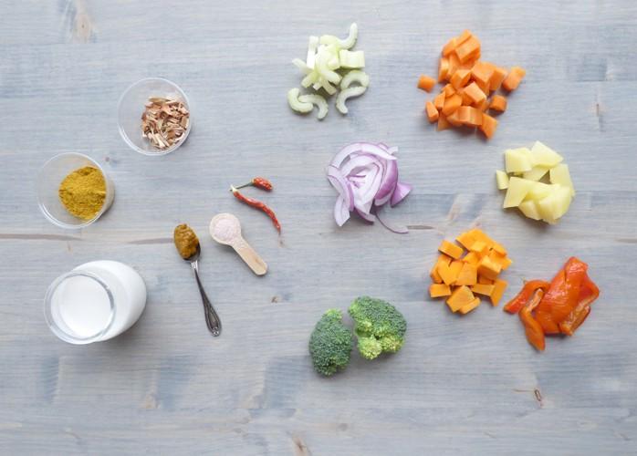 Curry di verdure miste con latte di cocco e riso