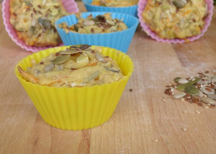 Muffin salati con carote, cipollotti ed erbe aromatiche fresche