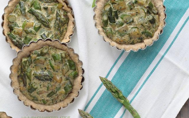 Mini quiche al milky chai con asparagi e zucchine