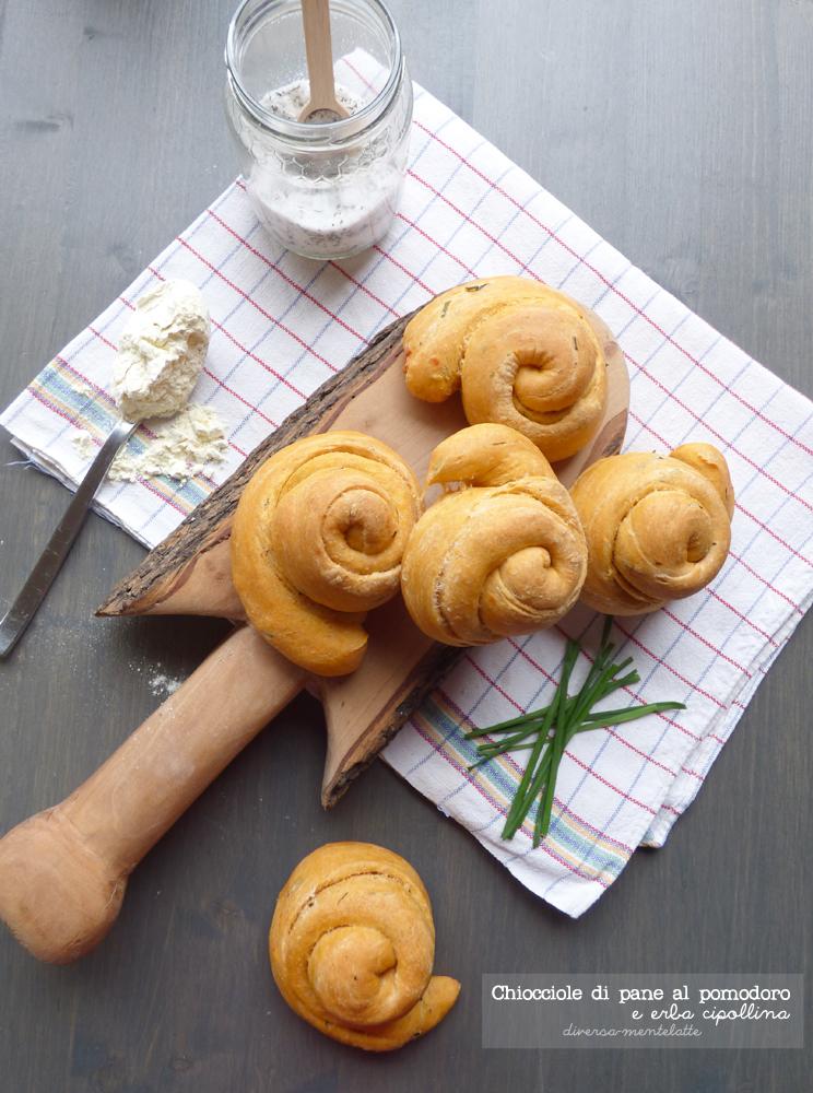 chiocciole di pane al pomodoro con pasta madre