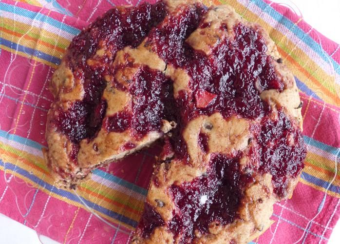 Torta vegana con confettura di ciliegie