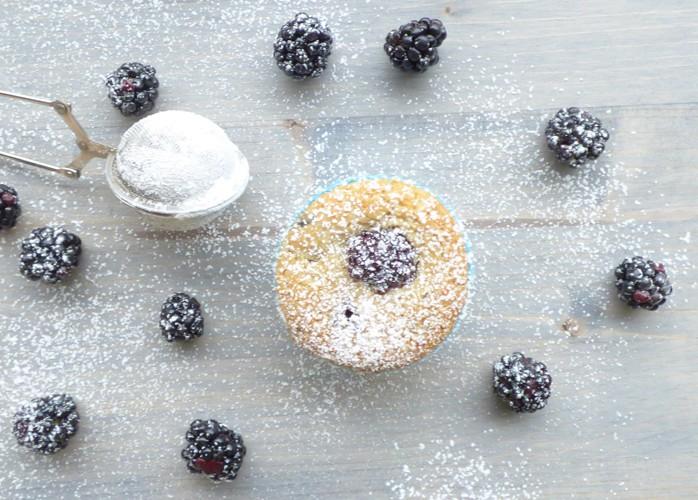 Muffin vegani con farina di riso alle more