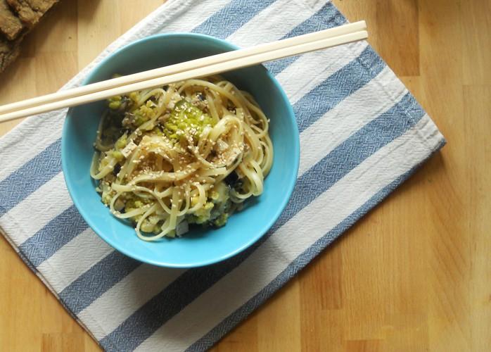 Bavette con cavolo romanesco, tofu ed olive
