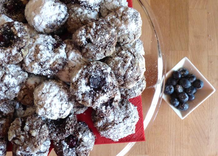 Crinkle al cioccolato e mirtilli senza burro e senza uova
