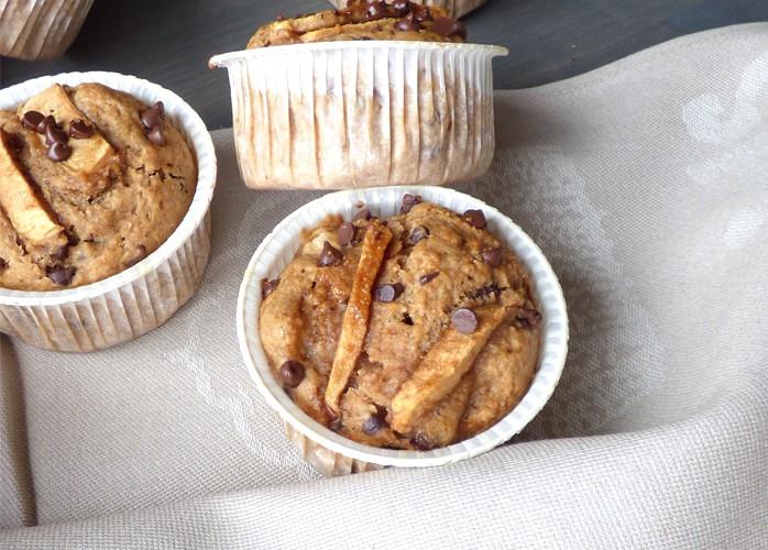 Muffin vegani alle mele e gocce di cioccolato