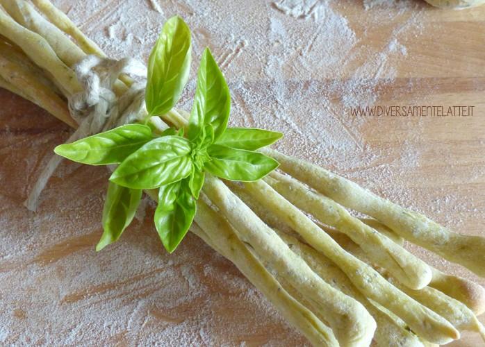 Panini agli asparagi e sesamo nero con pasta madre
