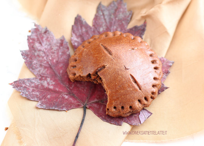 Dolci d'autunno – Biscotti al cacao ripieni di pere senza latticini
