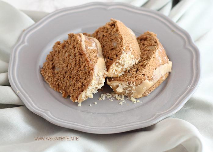Ciambellone al caffè e noci di macadamia senza lattosio