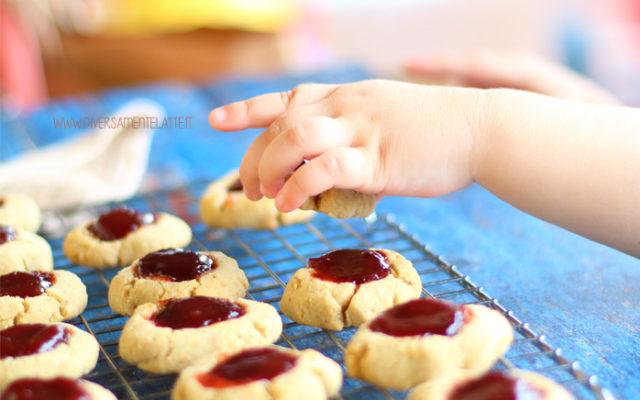 Biscotti con farina di fonio e confettura, senza glutine
