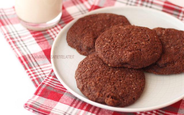 Biscotti di zenzero al cacao senza burro e senza uova