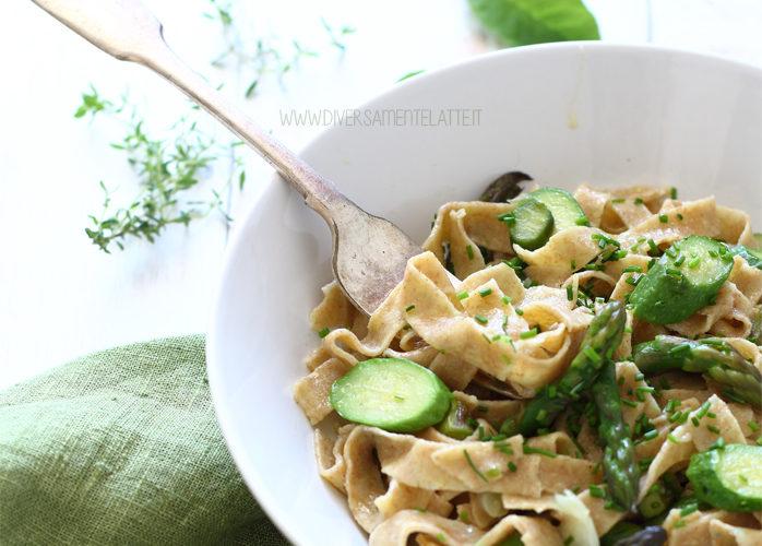 Tagliatelle integrali con zucchine e asparagi