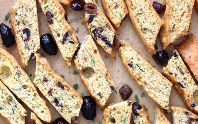 Biscotti salati alle olive senza burro