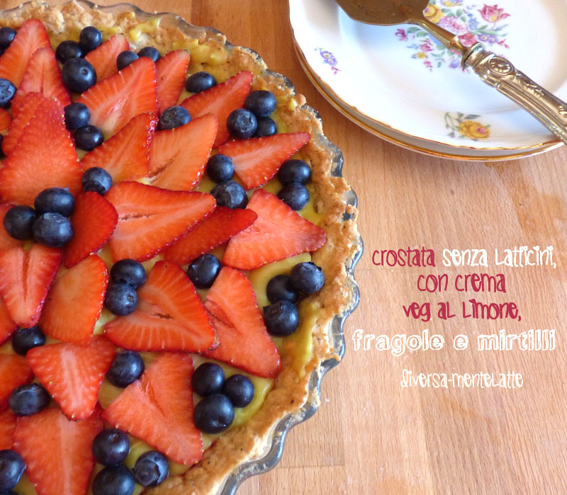 Crostata con crema veg fragole mirtilli