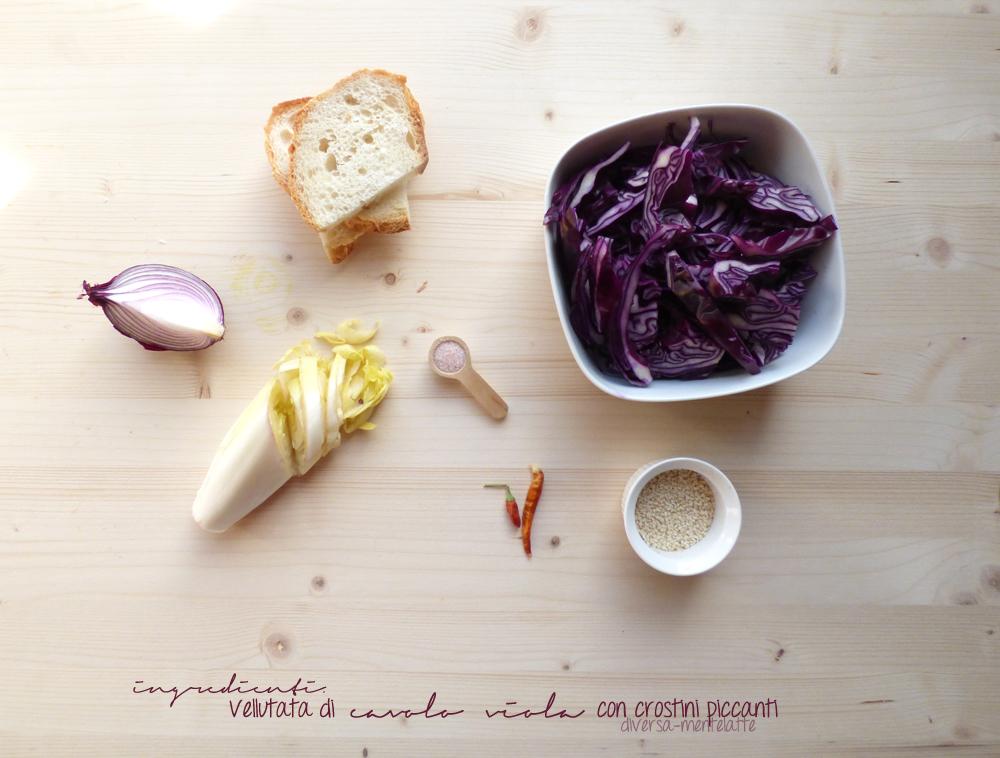ingredienti di cavolo viola con crostini piccanti