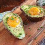 diversamentelatte_avocado al forno con uova